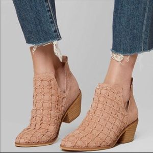 NWT Mi.iM Lavin Ankle Boot